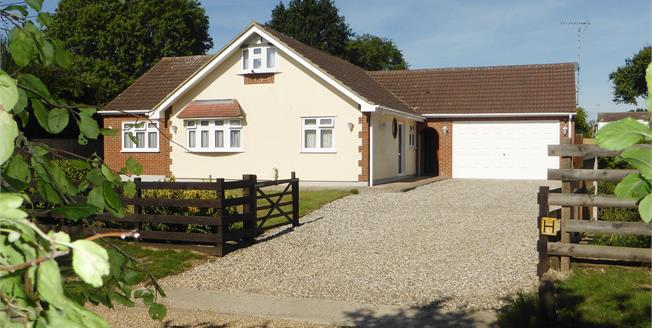Asking Price £695,000, 3 Bedroom Detached House For Sale in Rayleigh, SS6