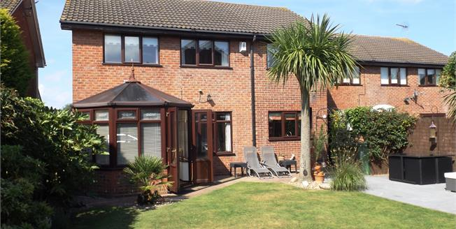 Offers Over £280,000, 4 Bedroom Detached House For Sale in Bradwell, NR31