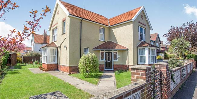 Offers Over £260,000, 4 Bedroom Detached House For Sale in Great Yarmouth, NR30