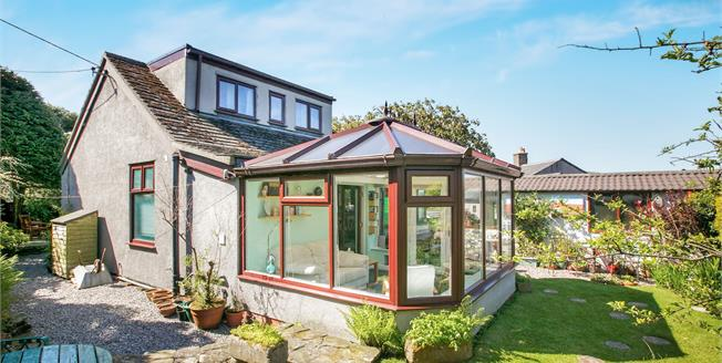 Guide Price £290,000, 3 Bedroom Detached House For Sale in Hayfield, SK22