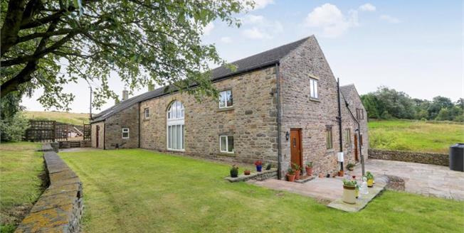 Guide Price £650,000, 5 Bedroom Detached House For Sale in New Mills, SK22