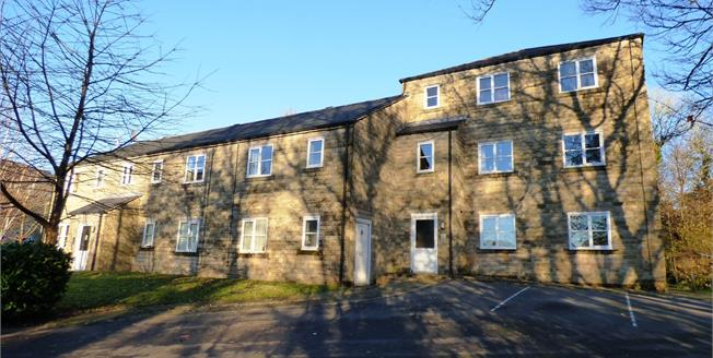 Guide Price £50,000, 1 Bedroom Flat For Sale in Hayfield, SK22