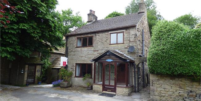 Guide Price £355,000, 3 Bedroom Detached House For Sale in Whaley Bridge, SK23