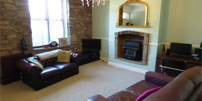 Guide Price £240,000, 4 Bedroom Detached House For Sale in New Mills, SK22