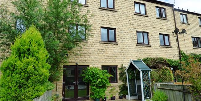 Guide Price £225,000, 4 Bedroom Terraced House For Sale in Whaley Bridge, SK23
