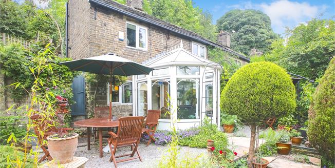 Guide Price £315,000, 2 Bedroom Semi Detached Cottage For Sale in Birch Vale, SK22