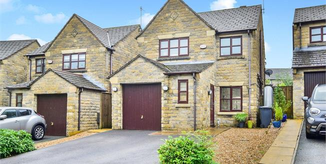 Guide Price £310,000, 3 Bedroom Detached House For Sale in Whaley Bridge, SK23