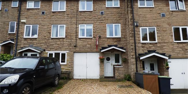 Guide Price £215,000, 4 Bedroom Terraced House For Sale in Buxworth, SK23