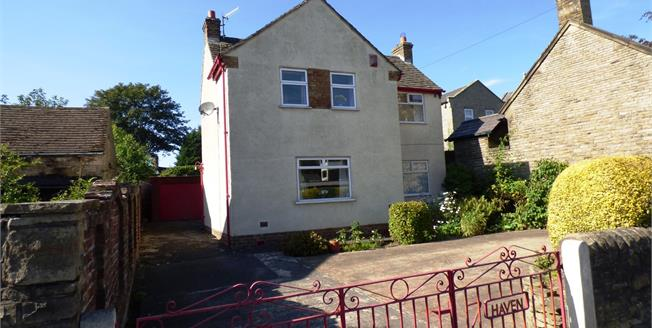 Guide Price £250,000, 3 Bedroom Detached House For Sale in New Mills, SK22