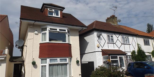 Guide Price £625,000, 4 Bedroom Detached House For Sale in Woodford Green, IG8