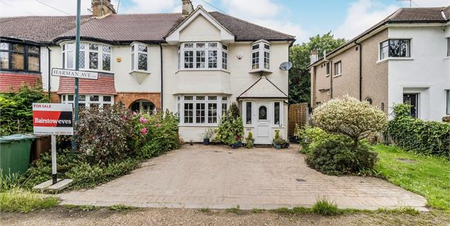 Asking Price £700,000, 4 Bedroom Semi Detached House For Sale in Woodford Green, IG8