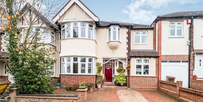Guide Price £765,000, 4 Bedroom Semi Detached House For Sale in Woodford Green, IG8