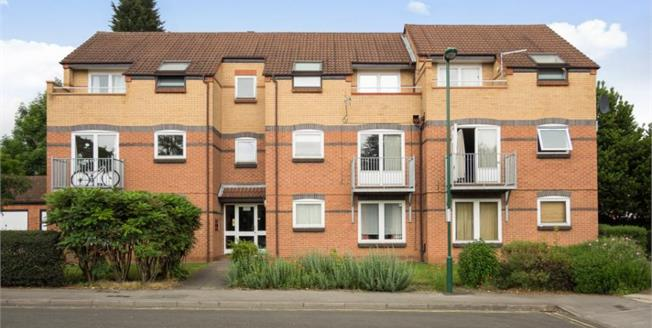 Offers Over £106,000, 2 Bedroom Upper Floor Flat For Sale in Nottingham, NG7