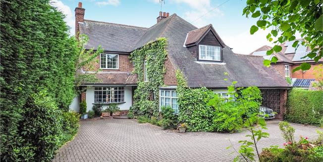 Guide Price £575,000, 5 Bedroom Detached House For Sale in Bramcote, NG9