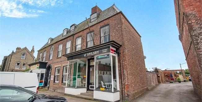 Offers Over £150,000, 2 Bedroom Flat For Sale in Lincolnshire, PE23
