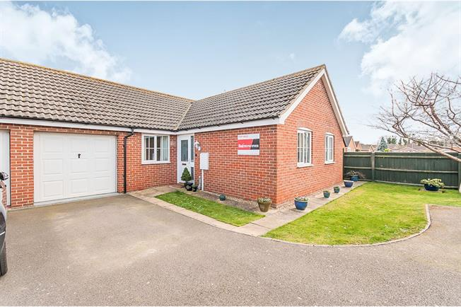 Fabulous 3 Bedroom Link Detached House Bungalow For Sale In Boston Home Interior And Landscaping Eliaenasavecom