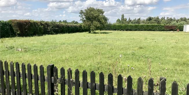 Offers in the region of £100,000, For Sale in Dogdyke, LN4