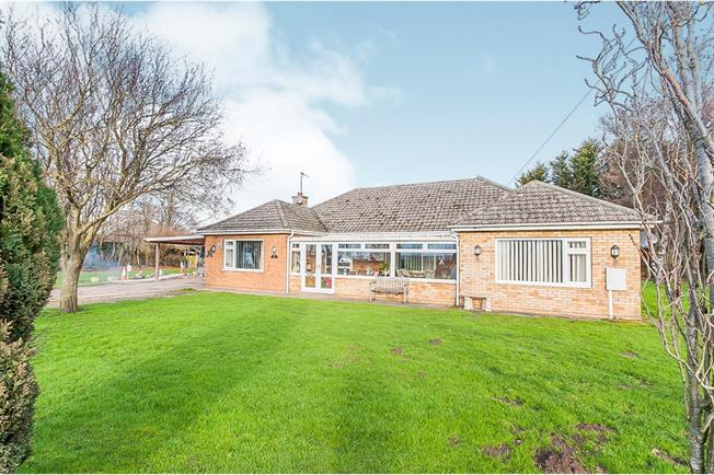 Incredible 3 Bedroom Detached Bungalow For Sale In Boston For Asking Home Interior And Landscaping Eliaenasavecom