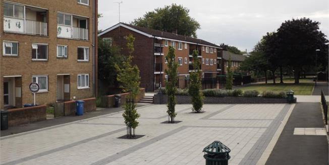 £65,000, 1 Bedroom Upper Floor Flat For Sale in Derby, DE1