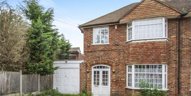 Asking Price £225,000, 3 Bedroom Semi Detached House For Sale in Leicester, LE5