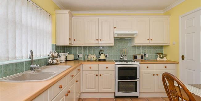 Offers Over £250,000, 4 Bedroom Detached House For Sale in Mansfield, NG18