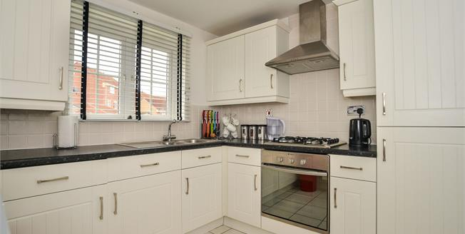Asking Price £95,000, 2 Bedroom Flat For Sale in Mansfield, NG18