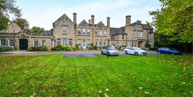 Offers Over £200,000, 2 Bedroom Flat For Sale in Mansfield, NG18