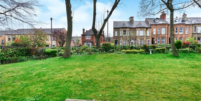 Offers Over £90,000, 2 Bedroom Flat For Sale in Mansfield, NG18