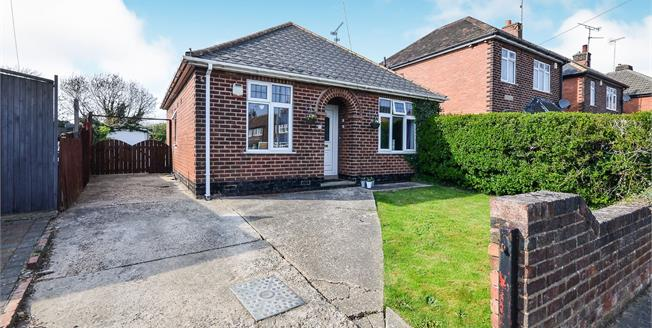Guide Price £170,000, 2 Bedroom Detached Bungalow For Sale in Mansfield, NG18