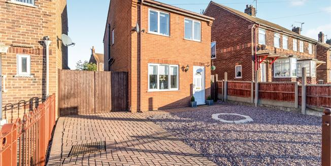 Offers Over £135,000, 3 Bedroom Detached House For Sale in Mansfield Woodhouse, NG19