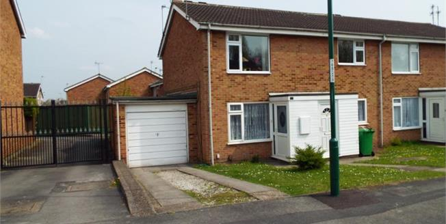 Guide Price £80,000, 2 Bedroom Maisonette For Sale in Nottingham, NG8
