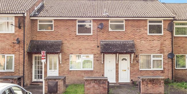 Offers in excess of £65,000, 2 Bedroom Flat For Sale in Nottingham, NG7