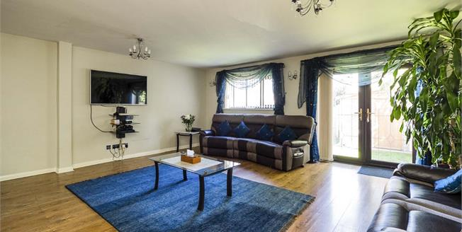 Offers Over £300,000, 4 Bedroom Detached House For Sale in Nottingham, NG8