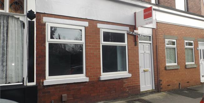 Guide Price £115,000, 2 Bedroom Flat For Sale in Stockport, SK2