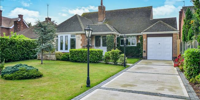 Asking Price £375,000, 4 Bedroom Detached Bungalow For Sale in Ravenshead, NG15