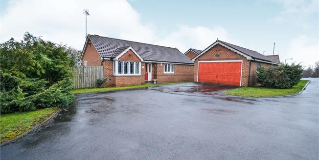 Guide Price £200,000, 3 Bedroom Detached Bungalow For Sale in Huthwaite, NG17