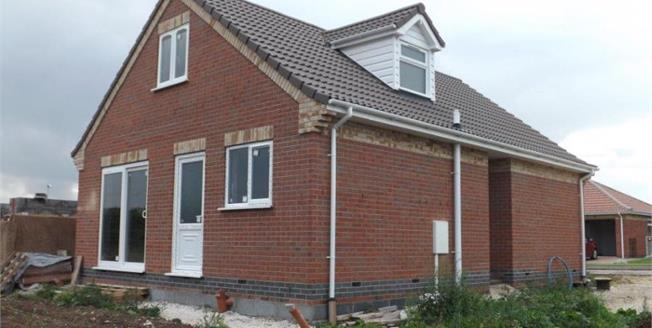 £192,000, 2 Bedroom Detached Bungalow For Sale in Chapel St Leonards, PE24
