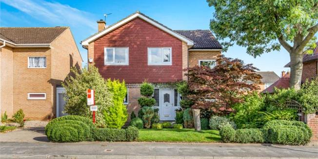 Offers Over £245,000, 4 Bedroom Detached House For Sale in Darlington, DL3