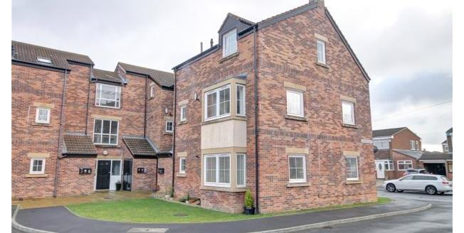 £115,000, 2 Bedroom Flat For Sale in Durham, DH1