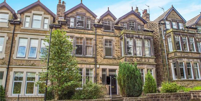 Guide Price £290,000, 3 Bedroom Upper Floor Flat For Sale in Harrogate, HG2