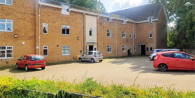Offers in the region of £125,000, 2 Bedroom Flat For Sale in Nunthorpe, TS7