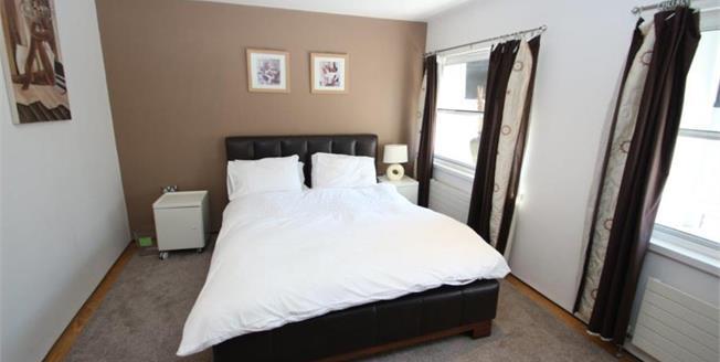 Offers Over £260,000, 2 Bedroom Upper Floor Flat For Sale in Tyne and Wear, NE1