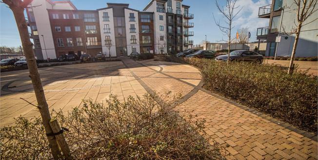 Asking Price £140,000, 2 Bedroom Flat For Sale in Gateshead, NE8