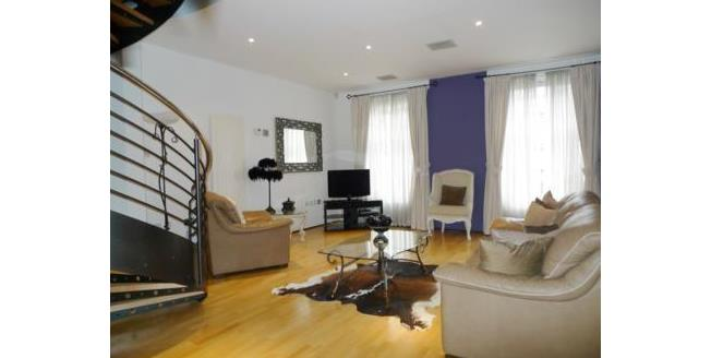 Asking Price £270,000, 2 Bedroom Flat For Sale in Newcastle upon Tyne, NE1