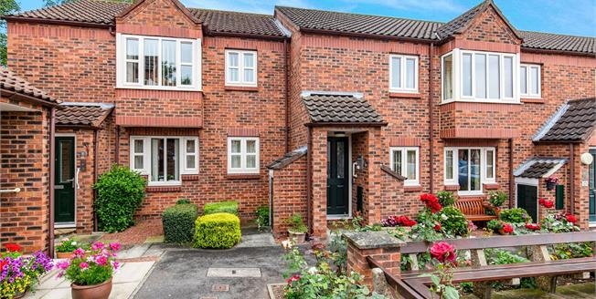 Guide Price £130,000, 2 Bedroom Flat For Sale in Northallerton, DL7