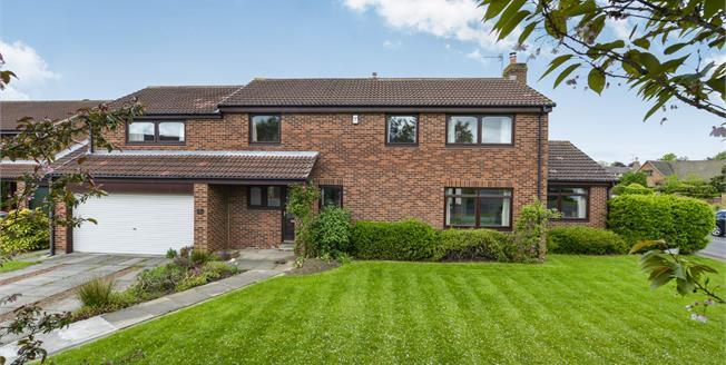 Offers Over £410,000, 4 Bedroom Detached House For Sale in Stokesley, TS9