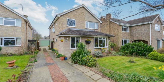 Guide Price £330,000, 4 Bedroom Detached House For Sale in Stokesley, TS9