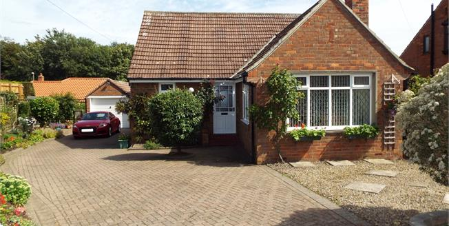 Guide Price £325,000, 3 Bedroom Detached Bungalow For Sale in Hutton Rudby, TS15