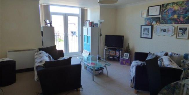 Guide Price £100,000, 2 Bedroom Upper Floor Flat For Sale in North Shields, NE29