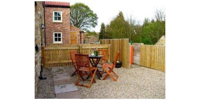 £172,000, 2 Bedroom Semi Detached House For Sale in Whitby, YO21